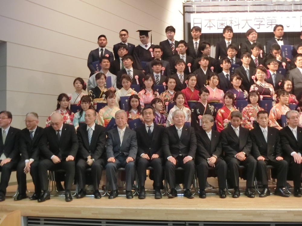 H30生命歯学部卒業式03